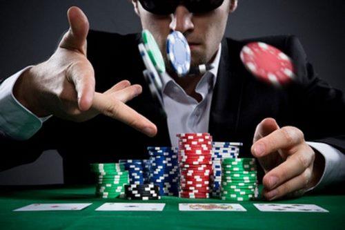 موارد لازم برای انجام بازی پوکر و قانون دو و چهار چیست؟