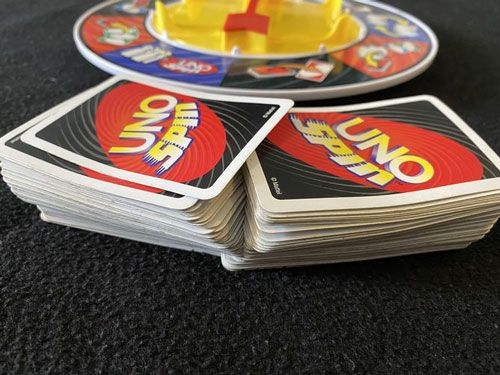 بازی Uno Spin بازی عالی برای یک مراسم خانوادگی