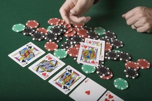 تاریخچه کارت های بازی پوکر به چه صورت بوده است ؟